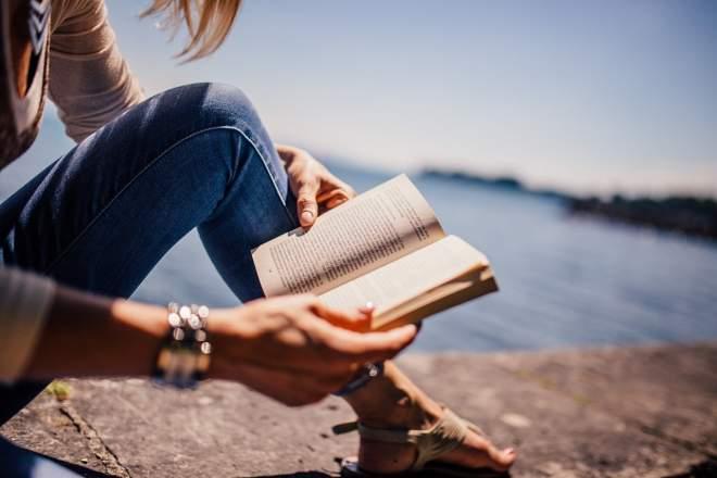 読書する人の写真