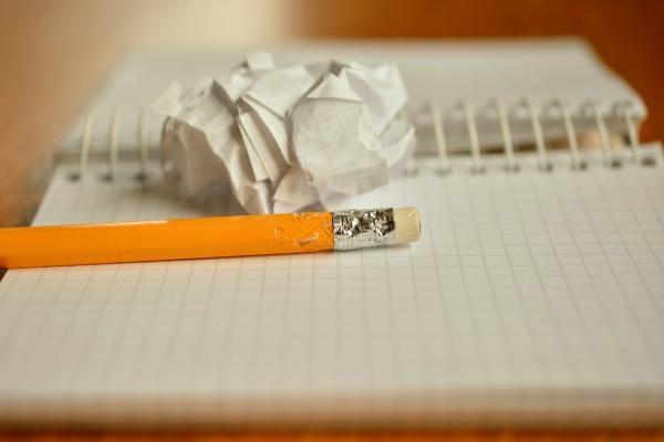 ノートと鉛筆とゴミ