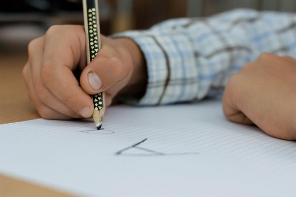 文字を書く手