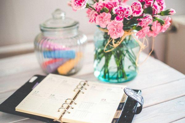 ノートと花瓶