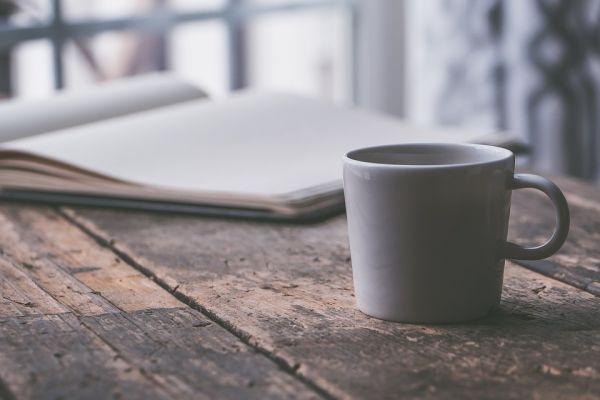 ノートとマグカップ