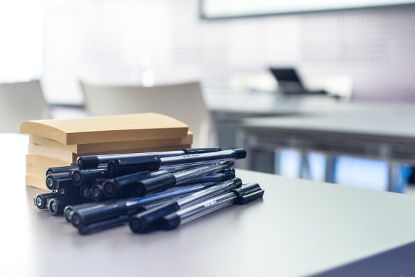 書類とボールペン