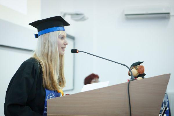 弁論する学生