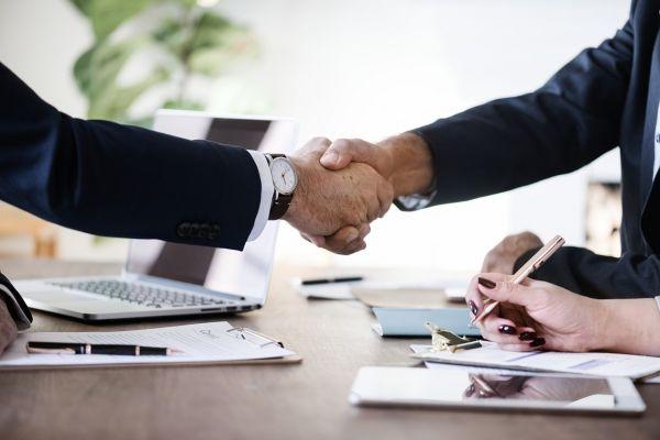 合意の握手