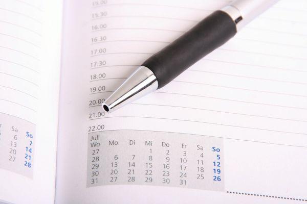 ペンとカレンダー