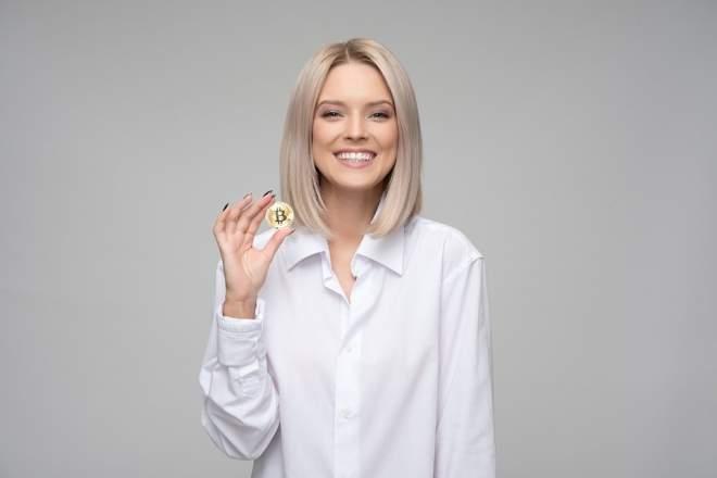 笑顔の女性の写真