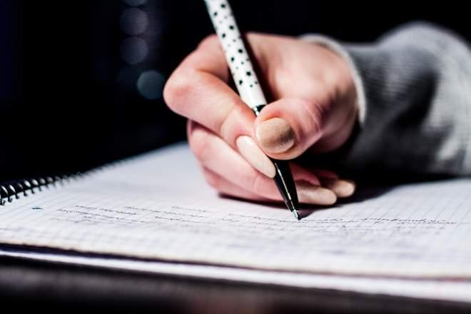 文字を書く人
